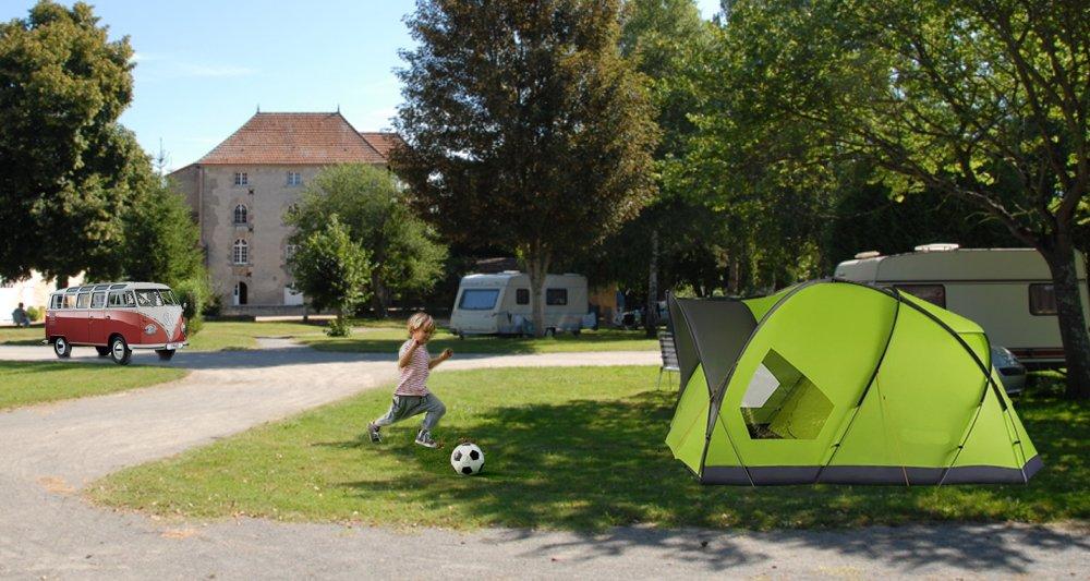 Aire camping-car à Saint-Savin (86310) - Photo 1